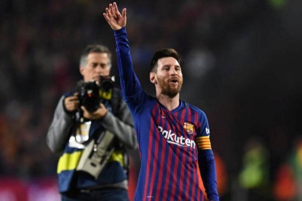 Leo Messi saludando