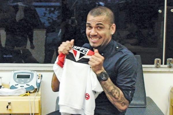 Dani Alves es uno de los 5 mejores fichajes de la Liga Brasileña